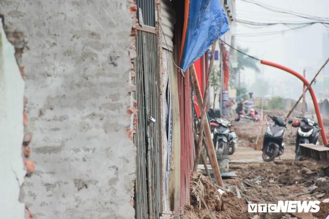 Ảnh: Đường chưa làm xong, nhà siêu mỏng, siêu méo đã mọc lên nhan nhản ở Hà Nội - Ảnh 5.