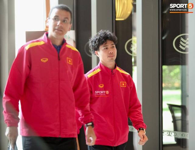 Tuyển Việt Nam nghiên cứu kỹ đối thủ trước giờ G, sẵn sàng xung trận tại Asian Cup 2019 - Ảnh 2.