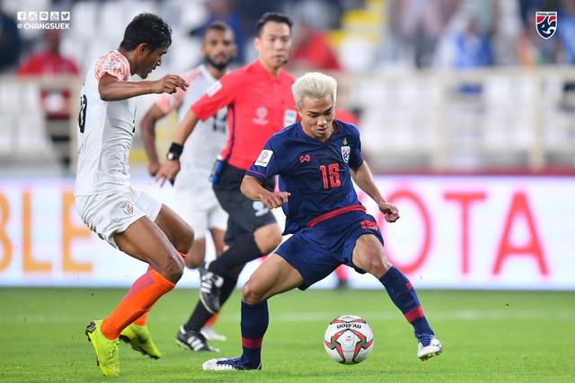 Niềm tự hào của bóng đá Thái Lan Chanathip Songkrasin bị CĐV nhà quay lưng, chỉ trích thậm tệ sau trận mở màn Asian Cup 2019 - Ảnh 2.