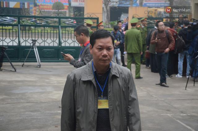 Xét xử vụ sự cố chạy thận làm 9 người chết ở Hoà Bình: Bác sỹ Hoàng Công Lương vắng mặt không lý do - Ảnh 1.