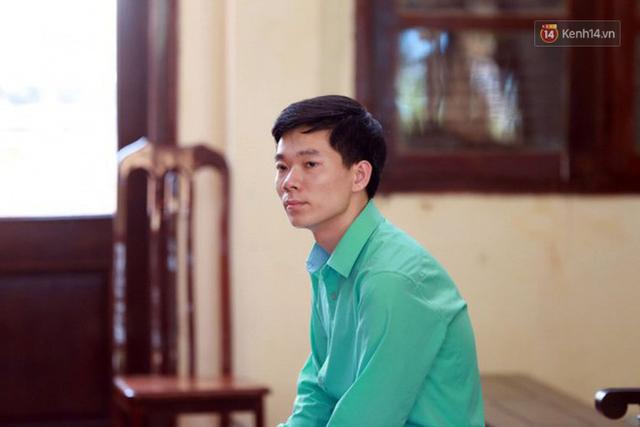 Xét xử vụ sự cố chạy thận làm 9 người chết ở Hoà Bình: Bác sỹ Hoàng Công Lương vắng mặt không lý do - Ảnh 2.