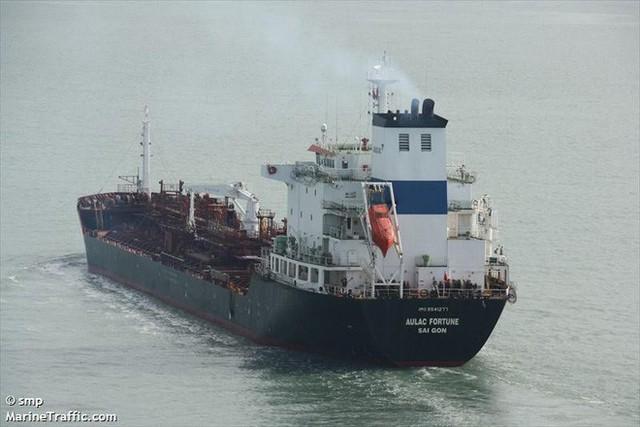 [NÓNG] Tàu chở dầu Việt Nam bốc cháy dữ dội ngoài khơi Hong Kong, có người thiệt mạng - Ảnh 2.