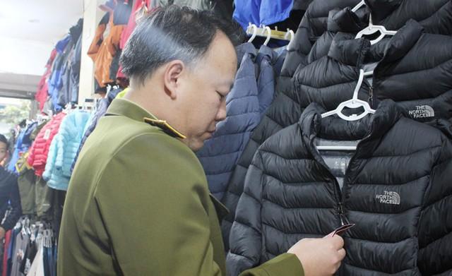 Loạn hàng hóa trước Tết nguyên đán, người dùng thận trọng khi mua sắm - Ảnh 2.