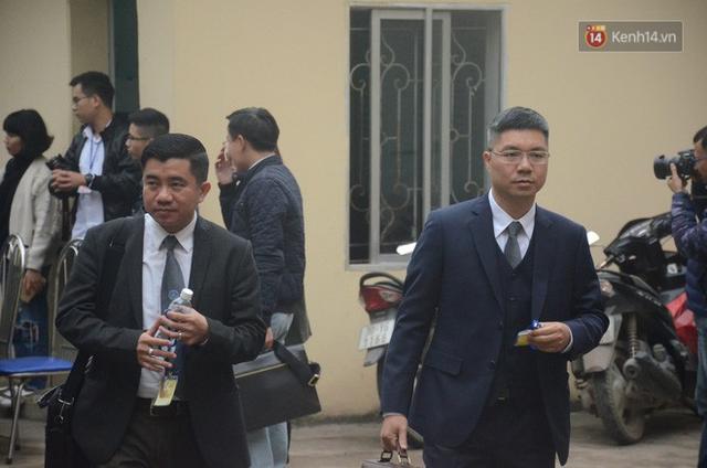Xét xử vụ sự cố chạy thận làm 9 người chết ở Hoà Bình: Bác sỹ Hoàng Công Lương vắng mặt không lý do - Ảnh 3.