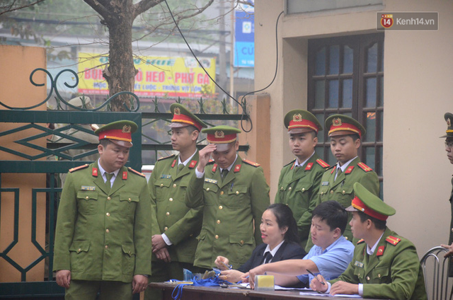 Xét xử vụ sự cố chạy thận làm 9 người chết ở Hoà Bình: Bác sỹ Hoàng Công Lương vắng mặt không lý do - Ảnh 5.