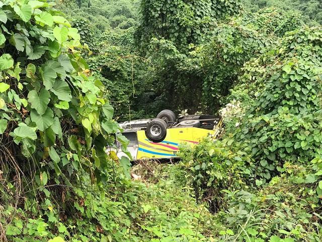 Xe khách rơi trên đèo Hải Vân, 21 sinh viên bị nạn - Ảnh 8.