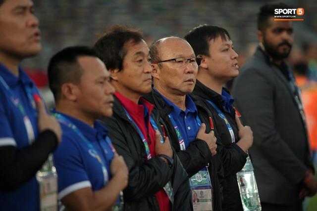 Xuân Trường cúi đầu xúc động trước quốc kỳ Việt Nam tại Asian Cup 2019 - Ảnh 5.