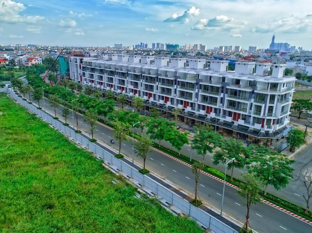 Tp.HCM: Nhà phố thương mại sôi động thời điểm giáp Tết Nguyên đán - Ảnh 1.
