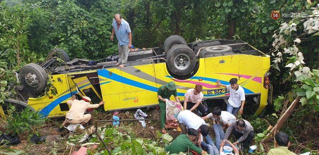Người cứu 10 nạn nhân vụ xe khách lao xuống đèo Hải Vân: Nhiều em mắc kẹt trong xe gào khóc, kêu cứu thất thanh - Ảnh 1.