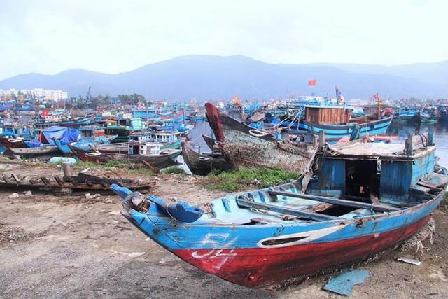 Ngổn ngang nghĩa địa tàu cá xả bản ở Đà Nẵng - Ảnh 2.