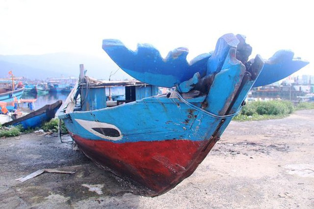Ngổn ngang nghĩa địa tàu cá xả bản ở Đà Nẵng - Ảnh 12.