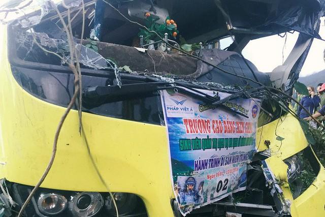 Người cứu 10 nạn nhân vụ xe khách lao xuống đèo Hải Vân: Nhiều em mắc kẹt trong xe gào khóc, kêu cứu thất thanh - Ảnh 3.