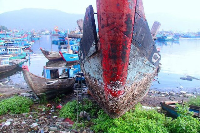 Ngổn ngang nghĩa địa tàu cá xả bản ở Đà Nẵng - Ảnh 3.