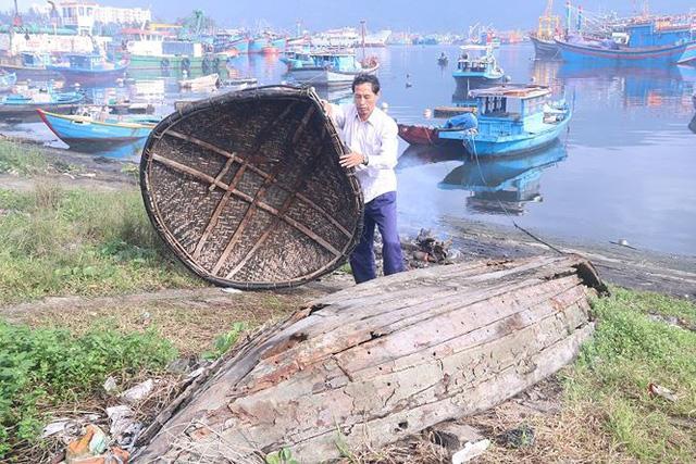 Ngổn ngang nghĩa địa tàu cá xả bản ở Đà Nẵng - Ảnh 6.