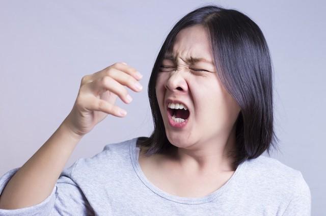 Cuộc sống đảo lộn của người dân Hà Nội những ngày ô nhiễm không khí nặng: Loay hoay tìm đủ cách chống chọi, chẳng dám cho con ra ngoài! - Ảnh 4.