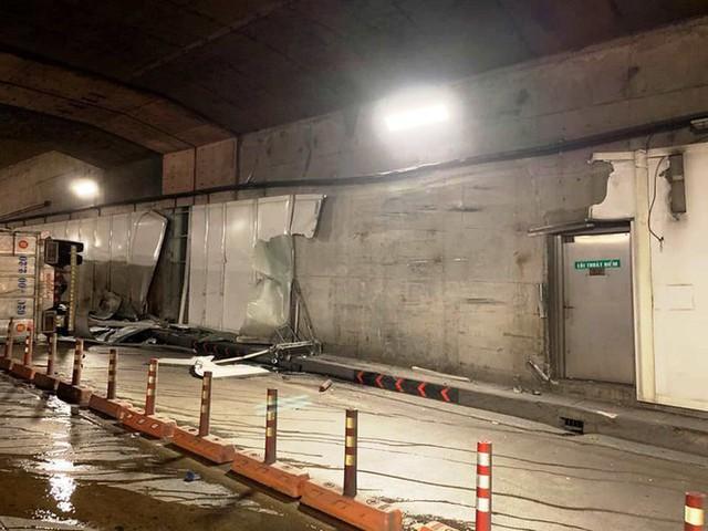 Xe tải tông đuôi xe khách rồi lật ngang, bốc cháy trong hầm Thủ Thiêm - Ảnh 2.