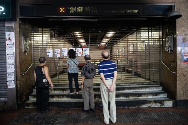 Bất ổn chính trị không ngừng căng thẳng, kinh tế Hồng Kông lún sâu vào suy thoái và không có dấu hiệu hồi phục - Ảnh 1.