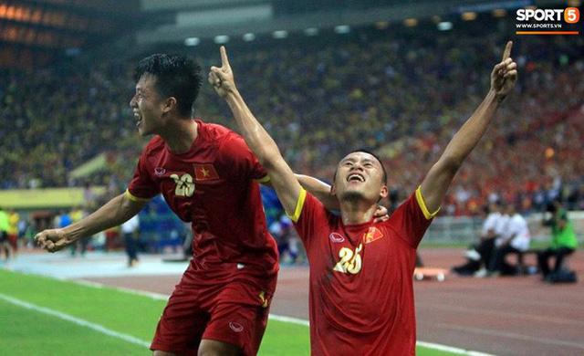Tuyển Việt Nam đối đầu Malaysia: Fan Việt từng phải đổ cả máu và rất nhiều nước mắt cho cặp đấu kịch tính hàng đầu Đông Nam Á - Ảnh 5.