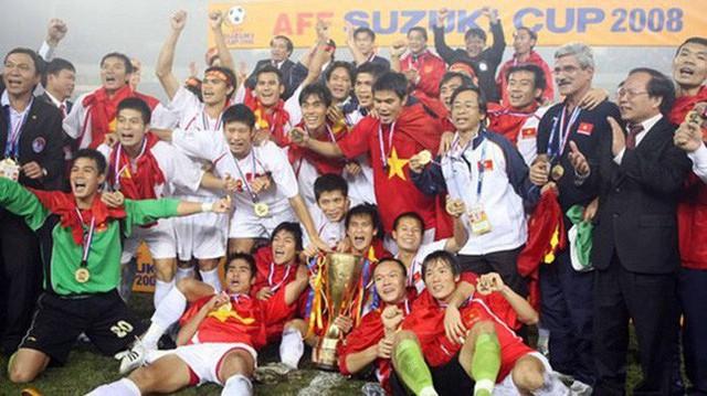 Tuyển Việt Nam đối đầu Malaysia: Fan Việt từng phải đổ cả máu và rất nhiều nước mắt cho cặp đấu kịch tính hàng đầu Đông Nam Á - Ảnh 2.