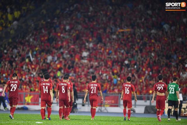 Tuyển Việt Nam đối đầu Malaysia: Fan Việt từng phải đổ cả máu và rất nhiều nước mắt cho cặp đấu kịch tính hàng đầu Đông Nam Á - Ảnh 10.