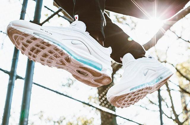 Nike tung mẫu giày được quảng cáo có chứa Nước Thánh với giá 70 triệu/đôi và bán hết veo chỉ trong vài giờ lên kệ - Ảnh 7.