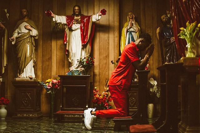 Nike tung mẫu giày được quảng cáo có chứa Nước Thánh với giá 70 triệu/đôi và bán hết veo chỉ trong vài giờ lên kệ - Ảnh 8.