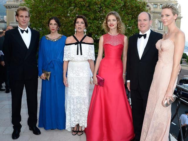 Cuộc sống viên mãn đến khó tin của nữ tỷ phú giàu nhất Monaco - nơi có 30% dân số sở hữu trên 1 triệu USD - Ảnh 13.