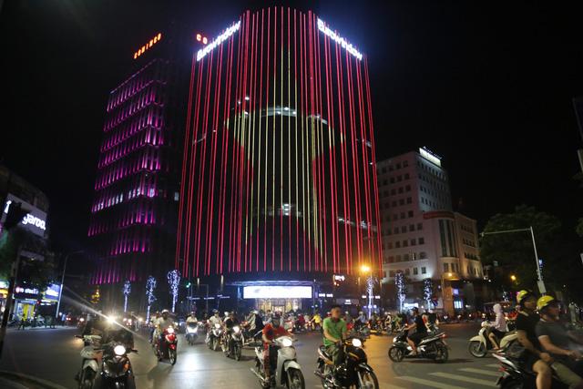 Tham gia giao thông sau trận Việt Nam - Malaysia: Vui thôi đừng vui quá! - Ảnh 1.