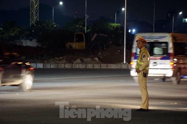 Cảnh sát trắng đêm chống đua sau trận Việt Nam thắng Malaysia - Ảnh 2.