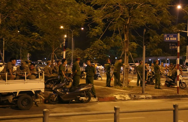 Tham gia giao thông sau trận Việt Nam - Malaysia: Vui thôi đừng vui quá! - Ảnh 7.