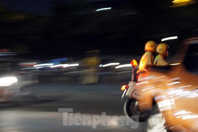 Cảnh sát trắng đêm chống đua sau trận Việt Nam thắng Malaysia - Ảnh 7.