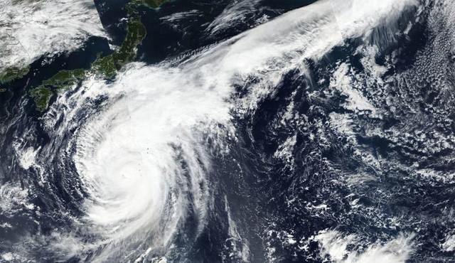 Đang oằn mình chịu siêu bão, Nhật hứng thêm động đất - Ảnh 1.