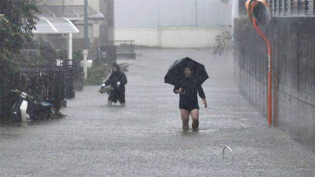 Đang oằn mình chịu siêu bão, Nhật hứng thêm động đất - Ảnh 2.