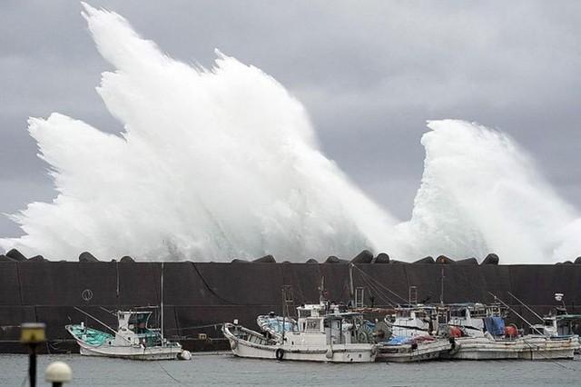Đang oằn mình chịu siêu bão, Nhật hứng thêm động đất - Ảnh 6.