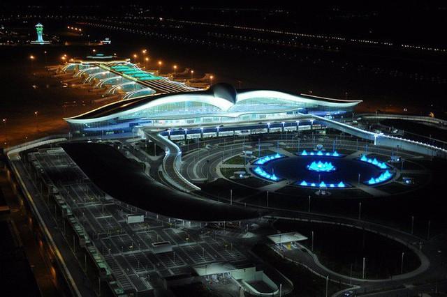 Choáng toàn tập trước 16 sân bay đẹp nhất thế giới, du khách đến chỉ muốn ở lại luôn chứ chẳng thèm đi đâu nữa! - Ảnh 3.