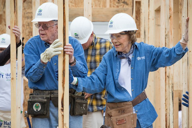 Học lỏm bí quyết sống thọ như cựu Tổng thống Mỹ Jimmy Carter: Đánh bại bệnh ung thư, vẫn khỏe mạnh đi xây nhà ở tuổi 95 - Ảnh 1.