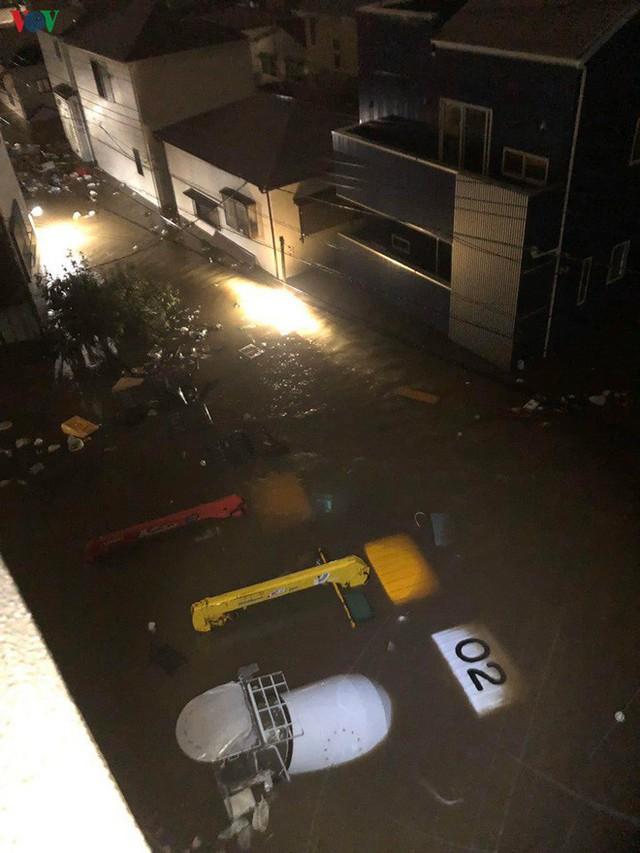 Nhật Bản sau bão Hagibis: Đường biến thành sông, nhà cửa đổ sập - Ảnh 2.