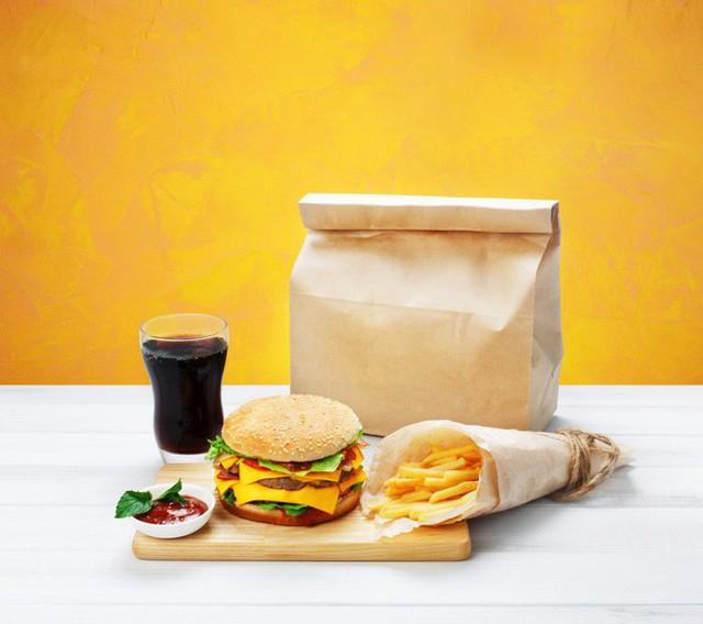 Cảnh báo: Giấy gói đồ ăn nhanh có thể làm cơ thể bạn nhiễm độc tố và dẫn tới hậu quả tồi tệ không lường thế này - Ảnh 1.