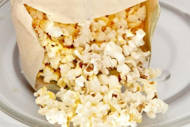 Cảnh báo: Giấy gói đồ ăn nhanh có thể làm cơ thể bạn nhiễm độc tố và dẫn tới hậu quả tồi tệ không lường thế này - Ảnh 2.
