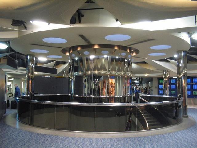 Choáng toàn tập trước 16 sân bay đẹp nhất thế giới, du khách đến chỉ muốn ở lại luôn chứ chẳng thèm đi đâu nữa! - Ảnh 16.