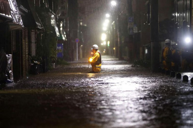 Hình ảnh bão Hagibis tàn phá Nhật trước khi quay ra biển TBD - Ảnh 3.