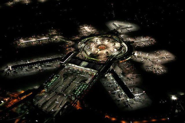 Choáng toàn tập trước 16 sân bay đẹp nhất thế giới, du khách đến chỉ muốn ở lại luôn chứ chẳng thèm đi đâu nữa! - Ảnh 29.