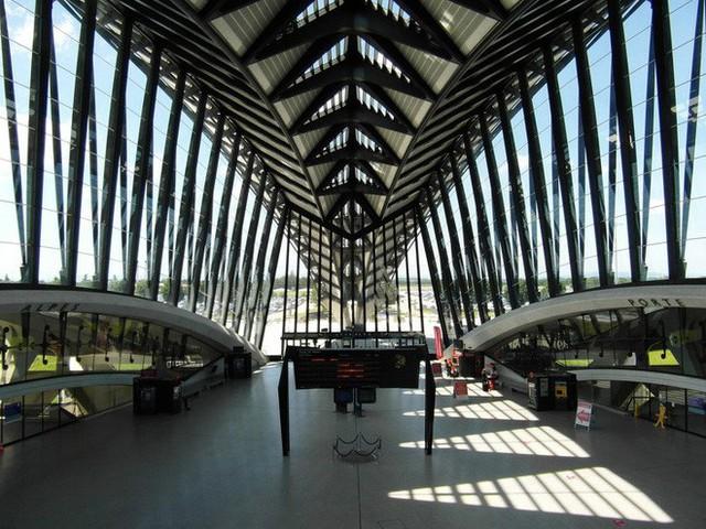 Choáng toàn tập trước 16 sân bay đẹp nhất thế giới, du khách đến chỉ muốn ở lại luôn chứ chẳng thèm đi đâu nữa! - Ảnh 8.