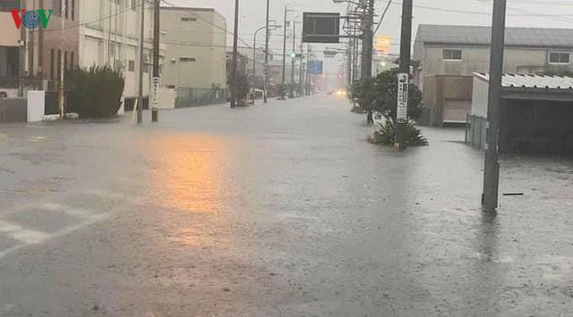Nhật Bản sau bão Hagibis: Đường biến thành sông, nhà cửa đổ sập - Ảnh 7.
