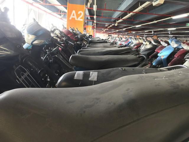 Hàng trăm xe máy nằm vạ nhiều năm ở sân bay Tân Sơn Nhất - Ảnh 3.