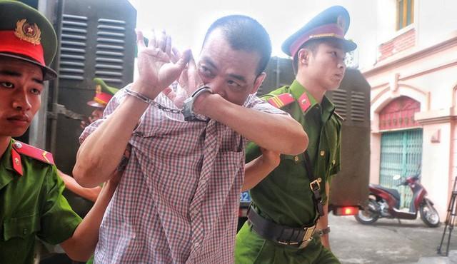 Sáng nay 14-10, triệu tập gần 200 người tới toà xử vụ gian lận điểm thi ở Hà Giang  - Ảnh 5.