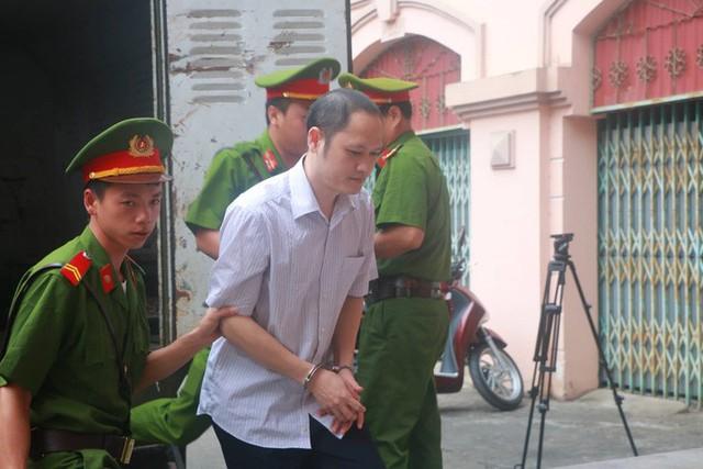 Sáng nay 14-10, triệu tập gần 200 người tới toà xử vụ gian lận điểm thi ở Hà Giang  - Ảnh 6.