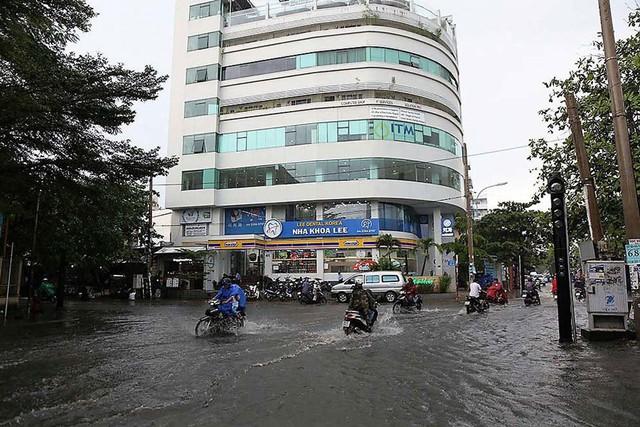 Bất chấp kẹt xe, ngập nước, khu nhà giàu Thảo Điền vẫn ken đặc dự án BĐS - Ảnh 6.
