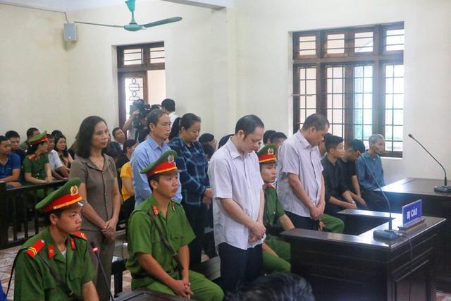 Sáng nay 14-10, triệu tập gần 200 người tới toà xử vụ gian lận điểm thi ở Hà Giang  - Ảnh 7.