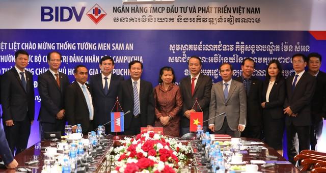 Phó Thủ tướng Campuchia đề nghị BIDV tiếp tục giữ vững vai trò đầu tàu trong số các DN Việt Nam tại Campuchia - Ảnh 1.